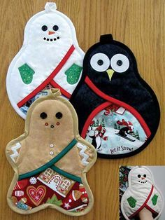 Festive pot holders for the holidays! Protect your hands from the heat when you're baking your next batch of Christmas cookies with these adorable pot hold