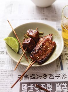 Japanese Glazing Sauce for Pork Skewers Recipes Grilling Recipes, Pork Recipes, Asian Recipes, Cooking Recipes, Izakaya Recipe, Pork Skewers, Ricardo Recipe, Pork Bacon, Skewer Recipes