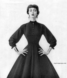 Dovima wearing Anne Fogarty 1953