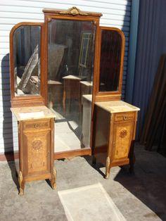 https://i.pinimg.com/236x/ca/96/7c/ca967cd8f231f302bd05db107ba781b2--antique-bedroom-furniture-antique-bedrooms.jpg