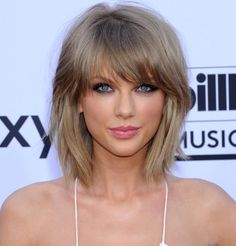 Les cheveux blonds cendrés de Taylor Swift