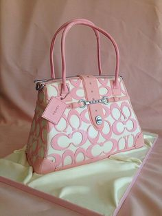 Low cost real Coach handbags, all models of Coach purses and handbags at cheap rates. Shop many brands of designer purses and handbags at cheap prices. Coach Handbags, Coach Purses, Purses And Handbags, Coach Bags, Leather Handbags, Handbag Cakes, Purse Cakes, Ideas Paso A Paso, Mode Rose
