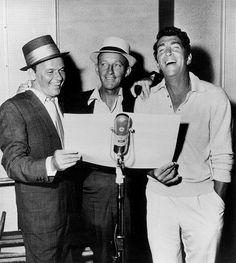 Frank Sinatra, Bing Crosby Dean Martin - love this moment Dean Martin, Joey Bishop, Bing Crosby, Vintage Hollywood, Classic Hollywood, Franck Sinatra, Cinema, Star Wars, Junior