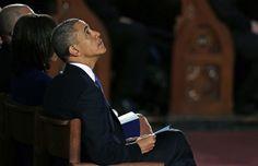 O presidente dos EUA, Barack Obama, e sua mulher, Michele, participam de cerimônia em homenagem às vítimas do atentado que deixou três mortos e dezenas de feridos na Maratona de Boston - http://revistaepoca.globo.com//Sociedade/fotos/2013/04/fotos-do-dia-18-de-abril-de-2013.html (Foto: AP Photo/Charles Krupa)