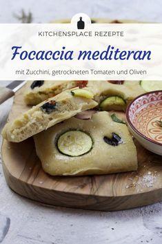 In diesem Beitrag zeige ich Dir ein leckeres Rezept für mediterranes Focaccia mit frischer Zucchini, Oliven und getrockneten Tomaten. Zucchini, Tacos, Mexican, Ethnic Recipes, Food, Dried Tomatoes, Olives, Oven, Food Food