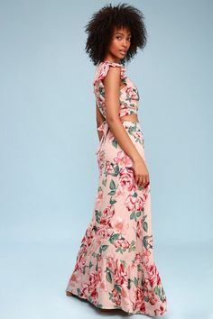 Lulus Exclusive! Everyone is cheering for the Lulus Good Fleur You Blush Pink Floral Print Two-Piece Maxi Dress! This woven, floral print, two-piece dress features a surplice crop top with ruffled short sleeves, and waist sash. Matching maxi skirt. Free shipping and returns!