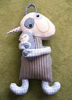 Paní Slemeňáková se Slemínkem - textilní hračka Paní Slemeňáková se Slemínkem jsou oba ušiti ze 100% české bavlny, jako výplň slouží duté vlákno, které je vhodné i pro alergiky. Detaily ručně vyšívané. Miminko lze odepnout za pomoci rozepnutí knoflíků. Vlastní střih i výroba. Děkujeme, že respektujete autorskou práci.