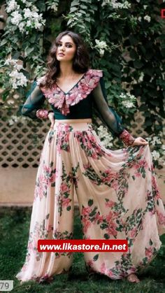 Party Wear Indian Dresses, Indian Gowns Dresses, Dress Indian Style, Indian Fashion Dresses, Indian Wedding Outfits, Indian Designer Outfits, Indian Outfits, Bridal Dresses, Abaya Style