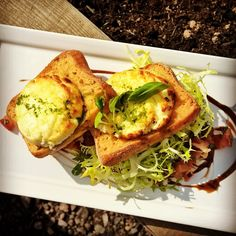 Deluxe Fine Food Package: Grilled crottin goat's cheese crostini with aged balsamic vinaigrette @GGWeddings
