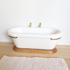 This 1:12 scale bathtub is just beautiful!Not suitable for children under 4 years. Small parts which are a choking hazard. Best suited to children over 12yrs. Not suitable as a toy. Adult supervision recommended.