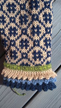 Ravelry 85779567889764873 - Ravelry: Project Gallery for Wiolakofta pattern by .Ravelry 85779567889764873 - Ravelry: Project Gallery for Wiolakofta pattern by Kristin Wiola Ødegård Source by annickfauve# Gallery Fair Isle Knitting Patterns, Fair Isle Pattern, Knitting Designs, Knitting Stitches, Knitting Projects, Hand Knitting, Crochet Patterns, Mittens Pattern, Knit Mittens