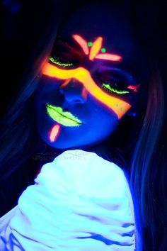 Neon by Joana Luis, via – Body Painting Uv Makeup, Dark Makeup, Black Light Makeup, Visage Halloween, Halloween Makeup, Glow Face Paint, Body Paint, Tumblr Neon, Party Make-up
