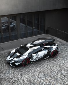 The Lamborghini Huracan was debuted at the 2014 Geneva Motor Show and went into production in the same year. The car Lamborghini's replacement to the Gallardo. The Huracan is available as a coupe and a spyder. Lamborghini Huracan, Bugatti, Ferrari F80, Custom Lamborghini, Lamborghini Photos, Concept Cars, Supercars, Automobile, Bmw Autos