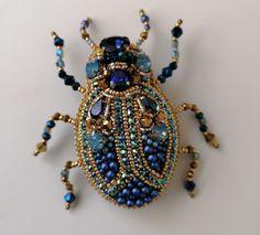 Seed Bead Jewelry Tutorials, Jewelry Crafts, Beaded Brooch, Beaded Jewelry, Insect Jewelry, Beaded Embroidery, Seed Beads, Bugs, Jewelery