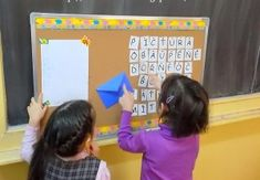 Joc tip rebus, urias, cu litere Alphabet Board, Alphabet Crafts, Vocabulary Worksheets, Vocabulary Activities, Teaching The Alphabet, Crafts To Do, Letters, Education, Frame