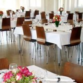 Tilausravintola Wanha Bäckby, Vantaa Cream Wedding, Wedding Venues, Conference Room, Dining Chairs, Helsinki, Table, Furniture, Home Decor, Wedding Reception Venues