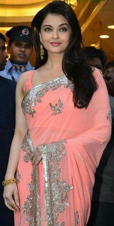 infp celebrity, pretty celebrities, celebrity makeup looks. wedding makeup looks. Aishwarya Rai Photo, Actress Aishwarya Rai, Aishwarya Rai Bachchan, Beautiful Bollywood Actress, Most Beautiful Indian Actress, Most Beautiful Women, Bollywood Celebrities, Bollywood Fashion, Kajol Saree