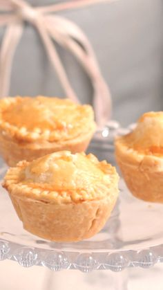 Heart of Palm Pie - You'll hold a special place in your heart for these mini cheesy pies. Source by tastemade Baking Recipes, Snack Recipes, Snacks, Confort Food, Tiny Food, Cute Desserts, Baked Chicken Recipes, Miniature Food, Easy Cooking