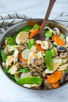 This recipe for moo goo gai pan is a classic dish of chicken and vegetables stir fried with a savory sauce. Plus secret tips on how to make your stir fries taste like they came from a restaurant!chicken and veggies Easy Chinese Recipes, Asian Recipes, Healthy Recipes, Oriental Recipes, Tasty Meals, Oriental Food, Healthy Meals, Moo Goo Gai Pan Recipe, Healthy Dinner Options