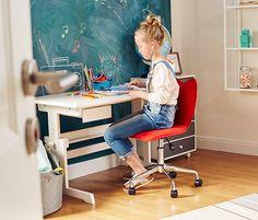 49995 Ft =Magassága 5 lépésben állítható  Ennek a gyermek íróasztalnak a magassága a gyermek növekedésének megfelelően állítható. A tömör, fehérre mázolt lucfenyő, amelyből az íróasztal készült, minden gyerekszobához illik.