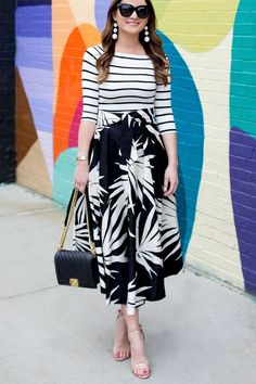 Jennifer Lake Style Charade in a Milly black white palm print skirt, stripe top, Chanel Boy Bag, and Steve Madden Carrson sandals in Bushwick Brooklyn Look Fashion, Girl Fashion, Fashion Outfits, Womens Fashion, Skirt Outfits, Printed Skirts, Classy Outfits, Modest Fashion, Fashion Prints