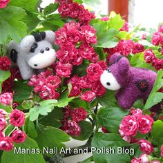 The Moo Moos play hide and seek in this beautiful red hawthorn, rødtjørn in Danish. This is right before Molly (the grey) jumps out to scare Sparkly (the purple), they had great fun ;)