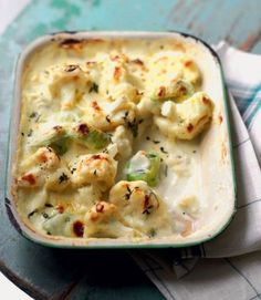 Choose a creamy side dish for Sunday roast with this cauliflower and leek gratin. Choose a creamy side dish for Sunday roast with this cauliflower and leek gratin recipe, baked in a cheddar cheese sauce with thyme. Leek Recipes, Side Dish Recipes, Vegetable Recipes, Cheddar Cheese Recipes, Chicken Recipes, Tartiflette Recipe, Xmas Food, Vegetable Dishes, Food Dishes