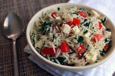 This low FODMAP rice dish with feta, tomato and spinach makes a great side dish or an easy lunch! Safe to eat during the elimination phase and is also gluten-free. Tasty Rice Recipes, Fodmap Recipes, Veggie Recipes, Tomato Rice, Spinach And Feta, Vegetarian Options, Rice Dishes, Low Fodmap, Fodmap Diet