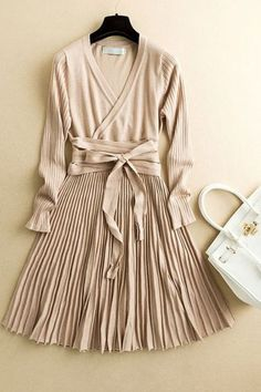 Cream Fit   Flare Pleated Knit Midi Dress