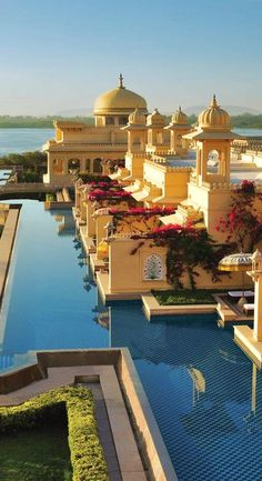 Admire the grand architecture with expansive pavilions, turrets & domes in #India.