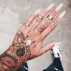 101 Awesome Hand Tattoos That Will Inspire you to Get Inked - Nail Art Piercings, Piercing Tattoo, Nail Tattoo, Tattoo Ink, Hand Tattoos, Finger Tattoos, Tattoos On Fingers, Tatoos, Sleeve Tattoos
