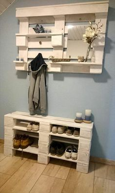 Use Pallet Wood Projects to Create Unique Home Decor Items Diy Pallet Furniture, Diy Pallet Projects, Furniture Projects, Wood Furniture, Pallet Ideas, Furniture Stores, Furniture Plans, Pallet Diy Decor, Palette Furniture