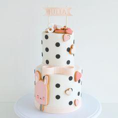 200 vind-ik-leuks, 21 reacties - • My Sweet Dear • (@mysweetdear) op Instagram: '#swipeleft Happy birthday to little Julia who is celebrating her third birthday today with a dotted…'