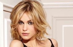tousled hairstyle for a square face