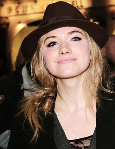 2/100 favourite pictures of the beautiful Imogen Poots