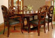 Set kursi makan ulir dibuat dengan model 6 kursi makan dan 1 meja makan yang indah cocok untuk diletakkan diruangan mewah rumah anda. Pemilihan set kursi makan ulir menjadi kursi makan anda adalah pilihan yang tepat karena kursi makan yang kami produksi akan memberikan kenyamanan anda saat menyantap makanan anda. Ayo kunjungi toko mebel ukir jepara untuk mendapatkan set kursi makan ulir yang cantik ini.