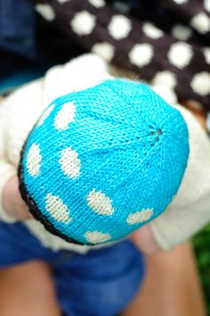 polka dot hat. and cowl.  toddler, child and adult.  free pattern.  with charts.  petite purls.