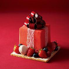 2015 Christmas Cake of The Ritz Carlton Osaka, Japan Beautiful Desserts, Beautiful Cakes, Mini Cakes, Cupcake Cakes, Japanese Christmas Cake, Decoration Patisserie, Berry Cake, Small Desserts, Christmas Sweets