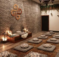 The Best Meditation Classes in Los Angeles - Liz in Los Angeles Yoga Room Design, Yoga Studio Design, Yoga Studio Decor, Yoga Studio Interior, Yoga Decor, Meditation Room Decor, Best Meditation, Meditation Space, Meditation Pictures