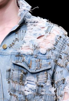 "I like the safety pin ""trend"" Lady gaga wore some while performing with Metallica Denim Jacket With Pins, Demin Jacket, Safety Pin Art, Safety Pins, Denim Jeans, Boyfriendjeans, Vintage Denim, Denim Fashion, Lady Gaga"