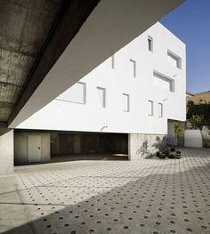 elisa-valero-architectura-experimental-apartments-granada-spain-designboom-02