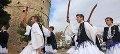 Οι Φουστανελάδες ξεσήκωσαν τη Θεσσαλονίκη -Με παραδοσιακά όργανα και σπαθιά [εικόνες & βίντεο]