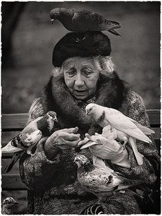 Feed the birds at the park.or at Burger King! - Suzy Grange Bird Lady of Central Park NYC Black N White, Black White Photos, Black And White Photography, Old Photos, Vintage Photos, Central Park Nyc, Foto Art, People Of The World, Belle Photo