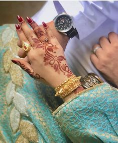 Tips For Jewelry Lovers – Brook Jewellers Tribal Henna Designs, Arabic Henna Designs, Indian Mehndi Designs, Henna Hand Designs, Mehndi Images, Bridal Mehndi Designs, Mehandi Designs, Henna Tattoo Hand, Henna Mehndi