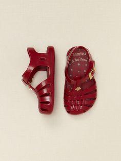 Mini Melissa Shoes | Pinterest: Natalia Escaño #baby #shoes #melissa