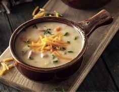 Najstarszą znaną polską zupą jest polewka piwna, od której w średniowieczu wielu Polaków rozpoczynało swój dzień. Co ciekawe, w tamtych czasach uchodziła za pożywne i zdrowe śniadanie. Jak odtworzyć tą