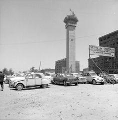 "Alberto Sironvalle on Twitter: ""Torre Entel en construcción. Santiago de Chile, año 1973.… "" Santa Lucia, Old Pictures, Old Photos, Iglesia San Francisco, 2cv6, Historical Pictures, Seattle Skyline, Cn Tower, Travel"