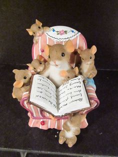 Charming Tails NO ONE TELLS IT LIKE YOU Mouse Reading Book To Baby Mice SIGNED!!