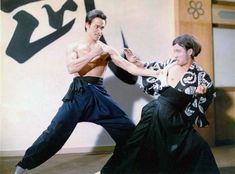 Bruce Lee Chuck Norris, Bruce Lee Photos, Bruce Lee Master, Bruce Lee Movies, Brandon Lee, Enter The Dragon, Martial Artist, Batman Art, King Of Kings
