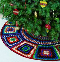 I'm going to have my sister-in-law crochet us this granny-square tree skirt! Click through for the pattern at Red Heart Yarns. Christmas Tree Skirts Patterns, Crochet Christmas Trees, Holiday Crochet, Noel Christmas, Christmas Knitting, Crochet Home, Crochet Crafts, Free Crochet, Knit Crochet